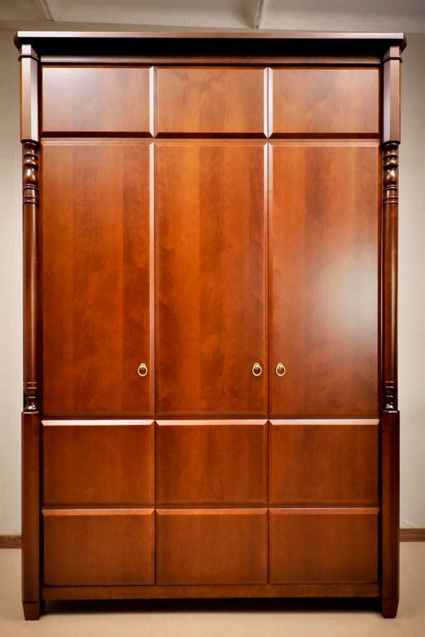 элитном шкафу