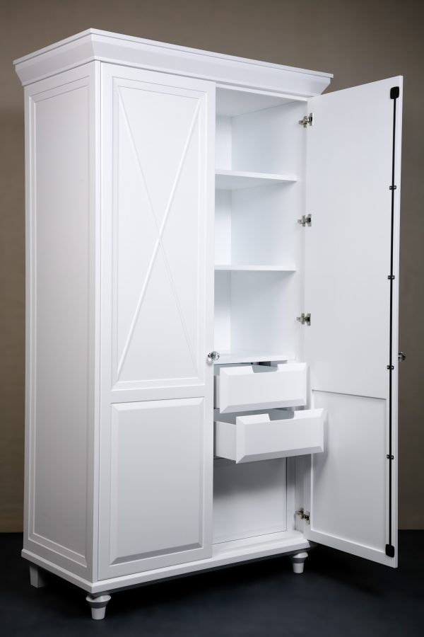 Белый шкаф в авторском исполнении